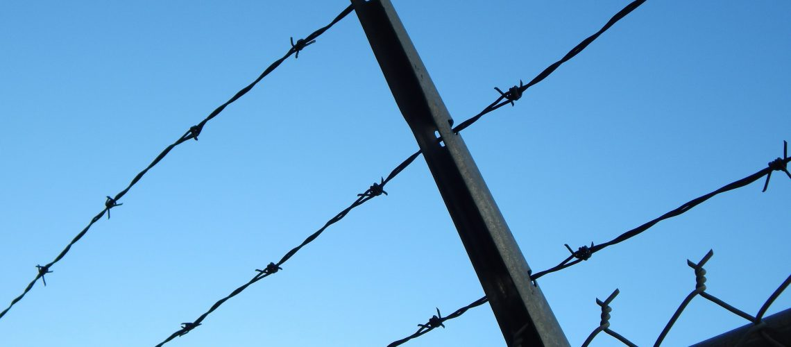 barbed-wire-482608_1920